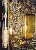 左右の内陣柱に竜の彫刻